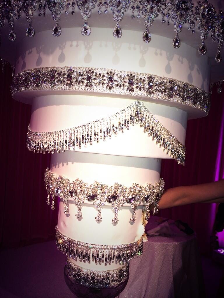 kaley cuoco's wedding cake